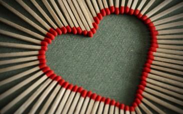 creative-match-sticks-red-heart-wallpaper
